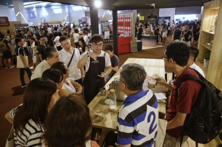 weekend-crowds-turn-up-for-coffee-talks-and-more-at-singapore-coffee-festival